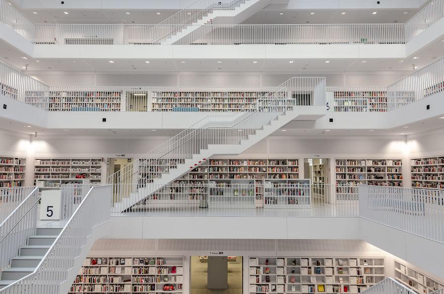 Stuttgart-Municipal-Library-Stuttgart-Germany-5b15c81ce09a0__880