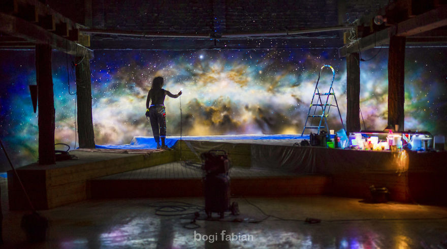 When-The-Lights-Go-Out-My-Glowing-Murals-Turn-These-Rooms-Into-Dreamy-Worlds-Part-2-5b177de490144-5b27ad8f99948__880