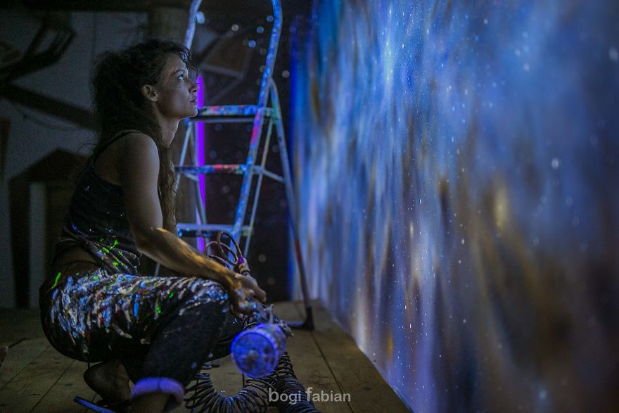 When-The-Lights-Go-Out-My-Glowing-Murals-Turn-These-Rooms-Into-Dreamy-Worlds-Part-2-5b1e6740072e9-5b27ad7ba1a24__880