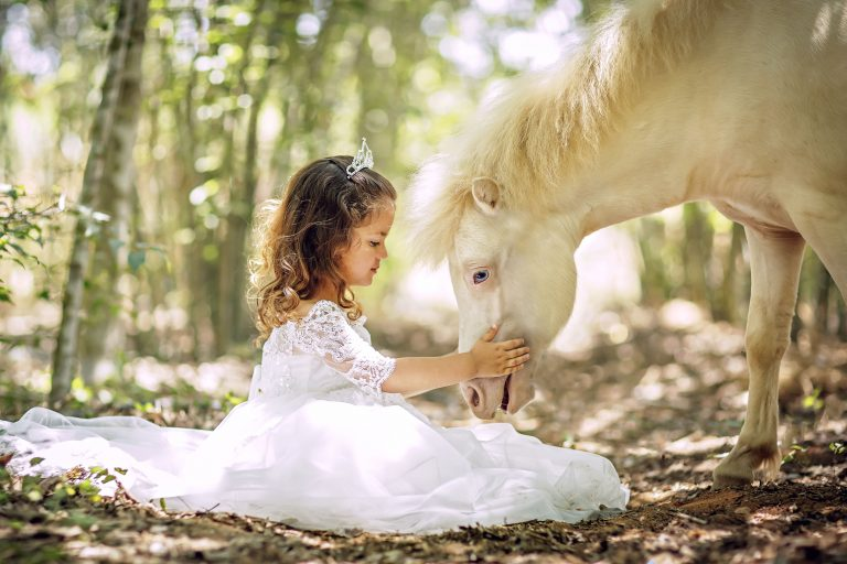 0_CATERS_MINI_HORSES_AND_KIDS_01-768x512