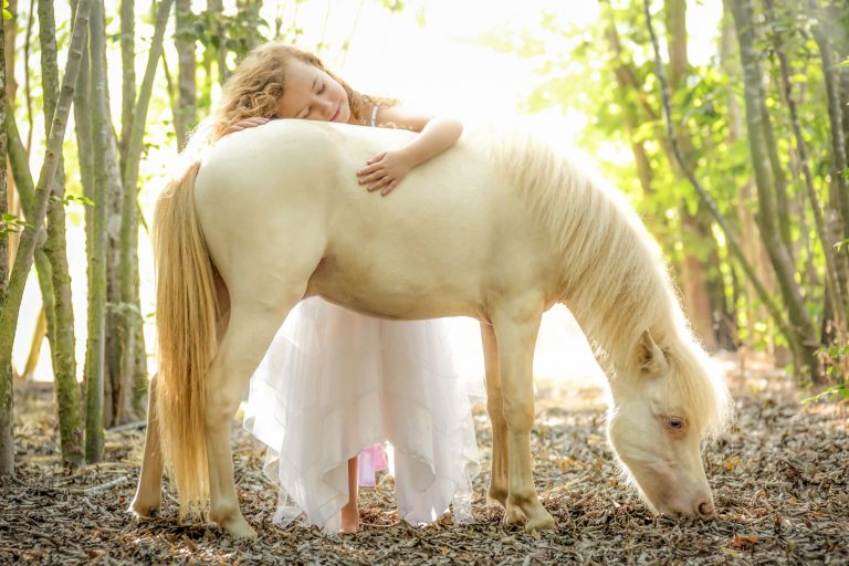 13_CATERS_MINI_HORSES_AND_KIDS_14-768x512