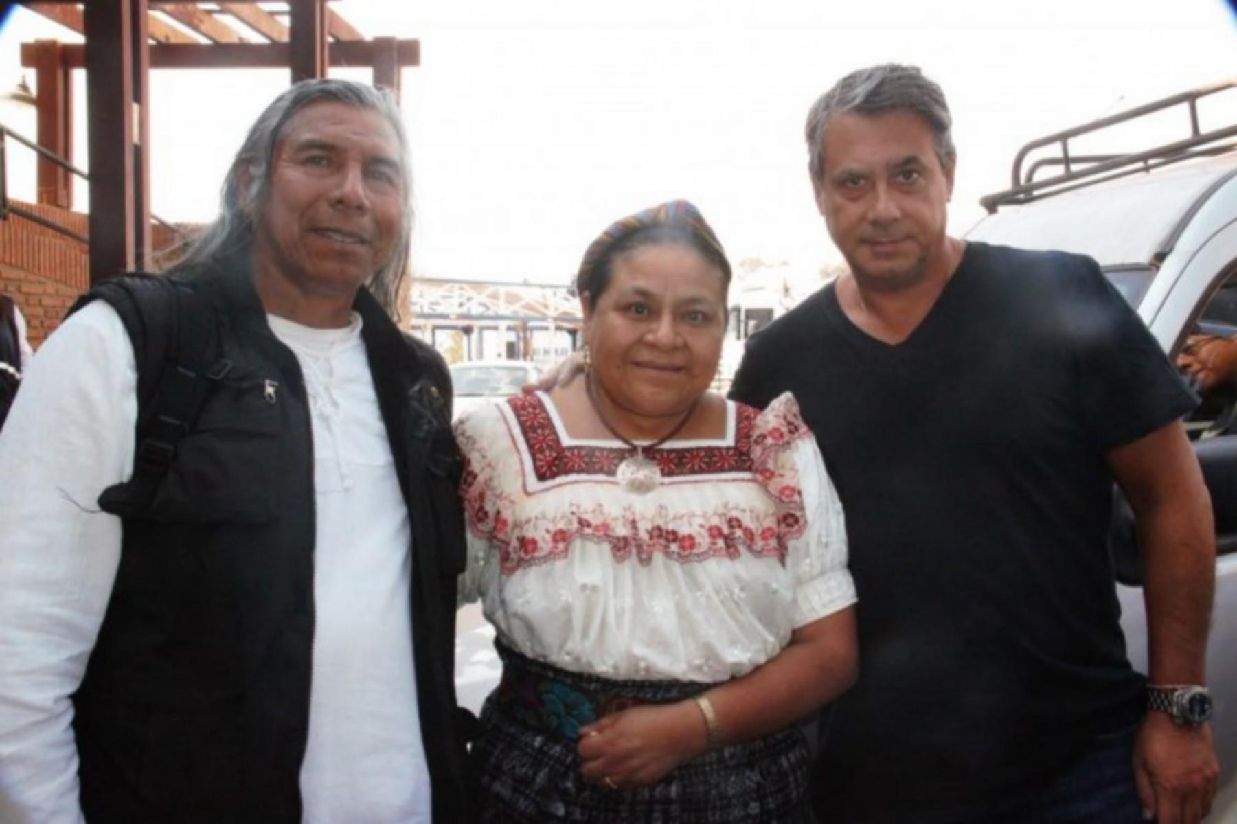 Guillermo Whpei, junto a Félix Díaz