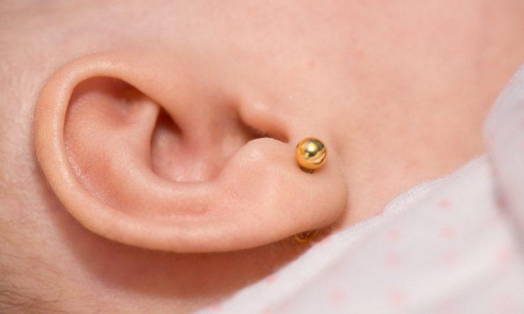 5f540d7cdb1f ¿Cuándo es el mejor momento para perforarle las orejas a tu bebé para  ponerle los aros  Si bien