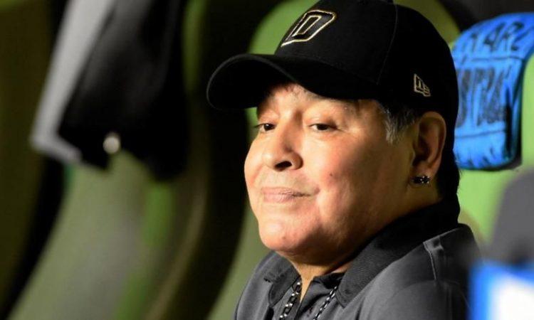 Abogado ahora dice que el 'Pelusa' tendría diez hijos — Diego Maradona