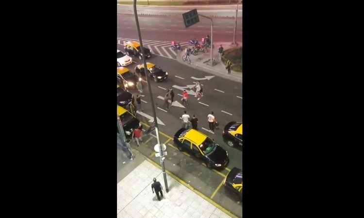 (VIDEO) Argentina: Conductor Uber venezolano fue agredido por taxistas en Buenos Aires