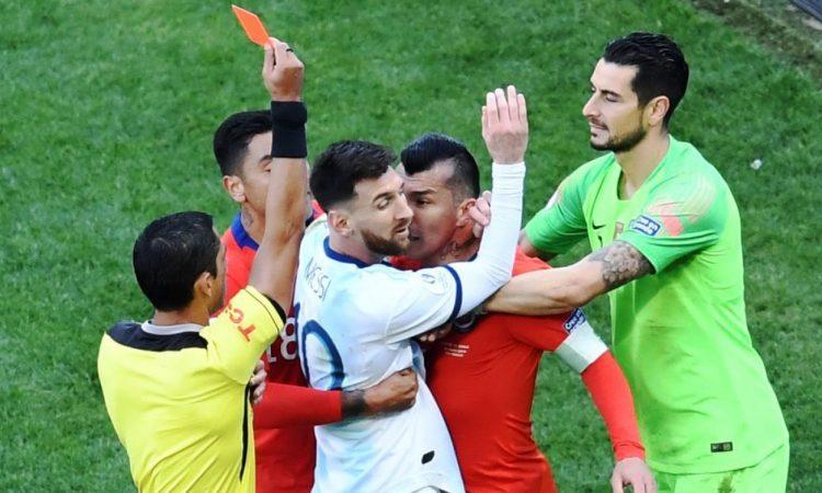 Palabras de Johnny Herrera contra Messi calaron hondo en la prensa argentina