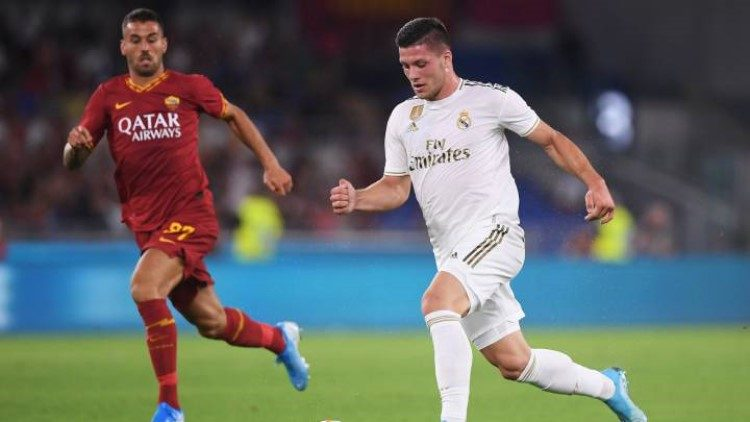 Según la prensa española, James se quedaría en Real Madrid