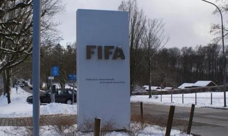 Superliga y AFA también criticaron la designación de Macri en la FIFA