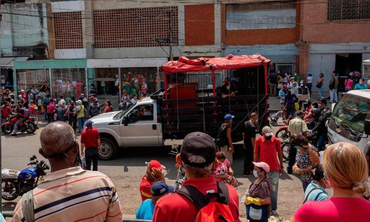 Venezuela al rojo vivo por el coronavirus: protestas y saqueo de ...