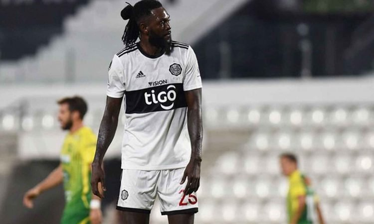 Olimpia y Adebayor rescinden contrato