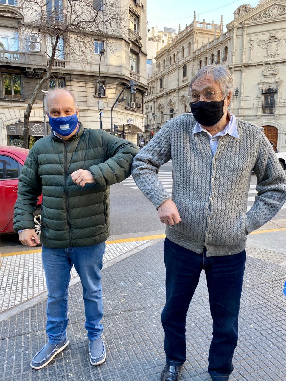 Hernán Lombardi junto al actor Luis Brandoni en la marcha del 17A