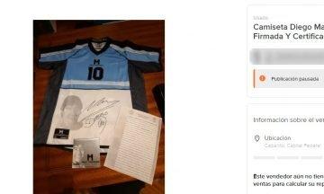 """Puso a la venta una camiseta """"firmada y certificada"""" de Maradona a un insólito precio"""