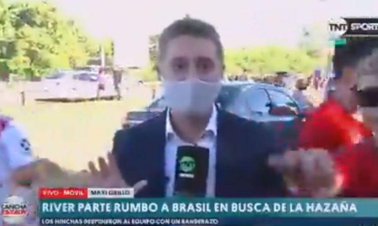 Le robaron el celular a un periodista cuando cubría en vivo el banderazo de River