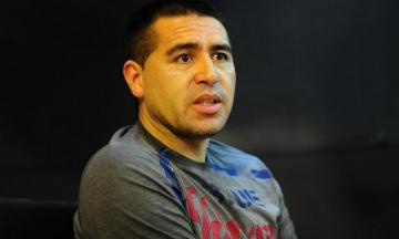 Bomba en el programa de Vignolo: Riquelme quiere a dos figuras del fútbol argentino