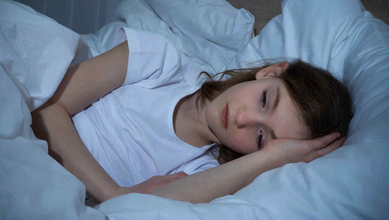 nina acostada problemas dormir