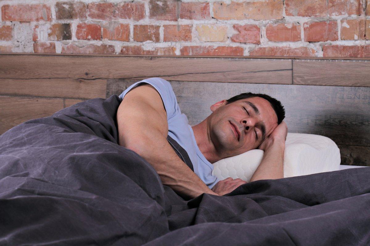 dormir de lado izquierdo es mas beneficioso para la salud